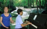 Genç Piyanist ile Türküler AKMEŞE YOLLARINDA Solist:ECE BİZİM EVİN YANINA Ak Meşe Ağacı İzmit Türkü