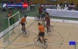 Bisiklet Üzerinde Futbol Maçı Yapmak