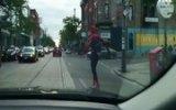 Örümcek Adam Toronto'da Kaykay Yaparken Görüldü!