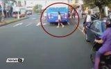 Genç Kız Otobüsü Fark Etmeyince Ölümden Döndü