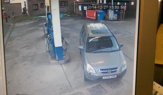 http://i1.imgiz.com/rshots/8031/kadin-surucunun-benzin-istasyonu-seruveni_8031688-8550_550x320.jpg