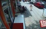 Kocaeli'de Çıplak Sokağa Çıkan Adamın Dayak Yemesi