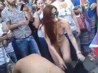 İstiklal'in Göbeğinde Çırılçıplak LGBT Kutlaması (+18)
