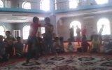 Camiye Giden Çocukları Kavga Ettirmek