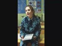 Şarkı Söyleyen Rus Kadın Asker