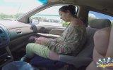 Arabada Doğum Yapan Kadın
