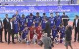 Rémi Gaillard Şampiyon Voleybol Takımının Seremonisini Trolllerse