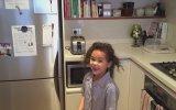 Bakmadan Hedefleri 12'den Vuran Yetenekli Kız