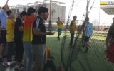 Büyükanne Kılığında Erkeklere Futbol Dersi