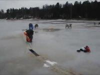 Donmuş Gölün Ortasında Dönen Buz Ada Yapmak