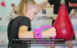 8 Yaşında Dakikada Yüz Yumruk Atan Kız