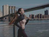 Emily Bloom'un New York'ta Sıyırıp Dolaşması (+18)