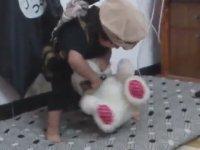 http://i1.imgiz.com/rshots/8747/oyuncak-ayinin-kafasini-kesen-isid-bebesi_8747050-2030_200x150.jpg