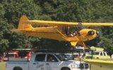 Kamyonetin Üzerinden Havalanan Uçak