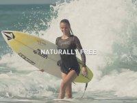 Topuklu Ayakkabıları İle Sörf Yapmak