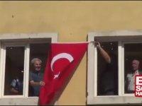 HDP'lilerin Kendi Binalarına Türk Bayrağı Asması