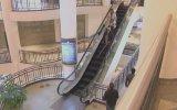 Yürüyen Merdivene Ters Binen Kör Kamera Şakası
