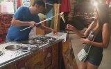 Turist Hatunu Ayar Eden Türk Dondurmacı