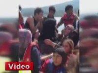 Sığınmacıların Tekbir Getirerek Yunanistan'a Girmesi