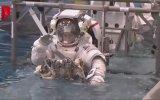 Astronotlar Nasıl Giyinir