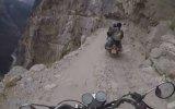 Nepal 'deki Ölüm Yolundan Motorsikletle Geçmek