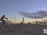 İnanılmaz Hareketleriyle Ölü Şehre Hayat Veren Bisikletçi