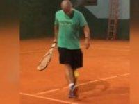 Alex'in Tenis Topu ile Şov Yapması
