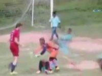 Kicboks Maçına Dönüşen Futbol Maçı