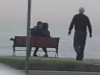 Fatsa Sahilde Oturan Genç Çifti Kovan Esnaf
