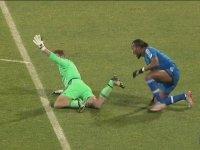 Didier Drogba'nın Kaleciye Sarılması