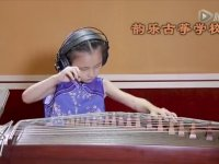 Hipnoz Etkili Müzik Yapan Küçük Kız