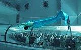 Dünyanın En Derin Havuzunda Deniz Kızı