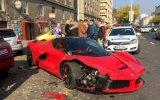 Milyon Dolarlık Ferrari'yi Alır Almaz Kaza Yapmak