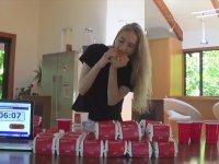 Bir Saatte 22 Big Mac Yiyen Kız