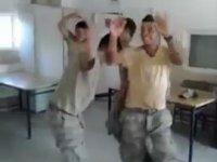 Roman Havasında Coşan Askerler