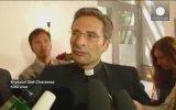 Vatikan'dan Kovulan Eşcinsel Rahip