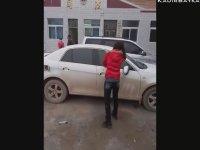 Aldatan Kocasının Arabasını Parçalayan Çinli