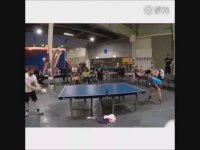 Kafayla Masa Tenisi Oynamak