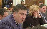 Avakov'un Saakaşvili'ye Su Dolu Bardak Fırlatması