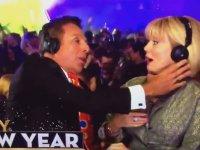 Yeni Yıla Yanındakini Yalayarak Giren Spiker