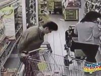 Süpermarkete Soğuk Soğuk Sıçan Kadın