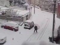 Bursa Sokaklarında Paramotorla Kayak Yapan Adam!
