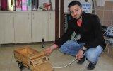 Çin Mallarına İnat Ahşaptan Oyuncak Kamyonet Yapan Üniversite Öğrencisi