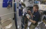 Astronotlar Uzayda Nasıl Duş Alıyor