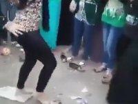 Çılgınca Dans Eden Kadın