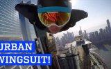 Wingsuit Yaparak Gökdelenlerin Yanından Uçan Korkusuz İnsanlar