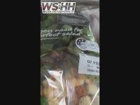 Markette Hazır Salata Paketi İçinde Örümcek