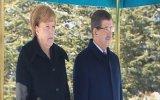 Almanya Başbakanı Merkel'in Askeri Türkçe Selamlaması
