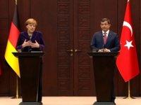 Davutoğlu'nun Alman Muhabire Ayarı