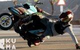 Scooter Üzerinde İmkansız Hareketleri Başaran Çılgın Adam